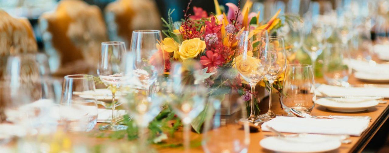 Na co zwrócić uwagę organizując przyjęcie w restauracji?